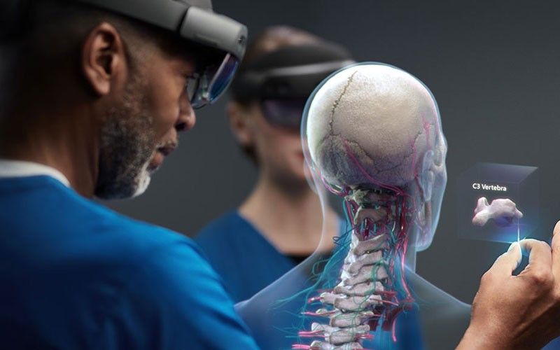microsoft-hololens-2-healthcare-lifestyle